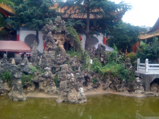 Rock sculpture at Yuantong Temple